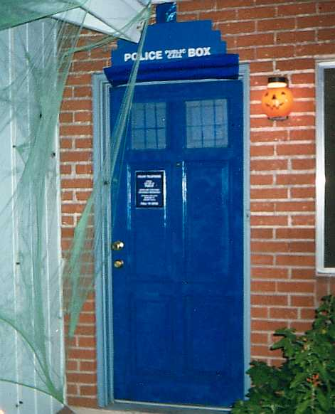 Our front door, Wholloween 1999.